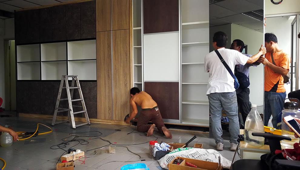 worker assemble wardrobe in kuala lumpur